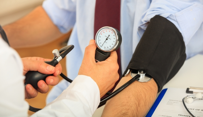 mentesség a testnevelési hipertónia alól magas vérnyomással járó fejfájástól