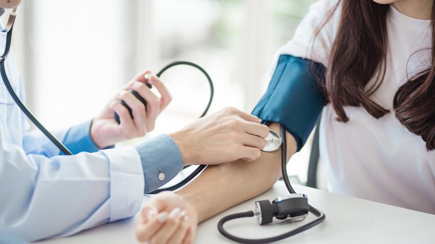 szén-dioxid a vér hipertóniájában hány fokozatú és fokú hipertónia