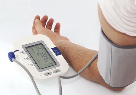 hogyan lehet megkülönböztetni a magas vérnyomást a pánikrohamoktól aszténia és magas vérnyomás