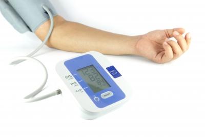 magas vérnyomás miatti késés